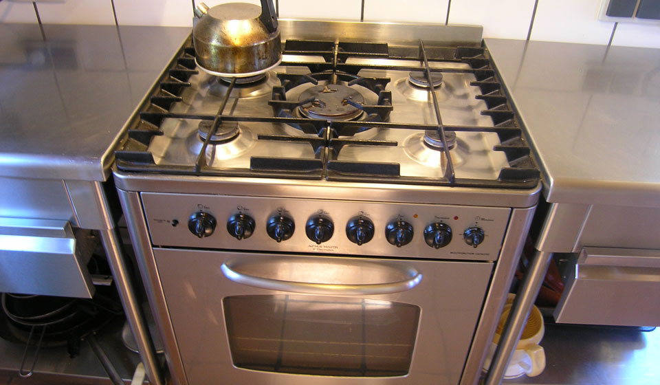 semi pro cookstove: 5 burners + ventilated oven